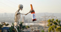 Absolut vodka sa angažuje v amerických voľbách, Budweiser šíri memes